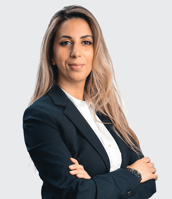 Sinistra - Nahima El Kaddouri (co-fondatrice)